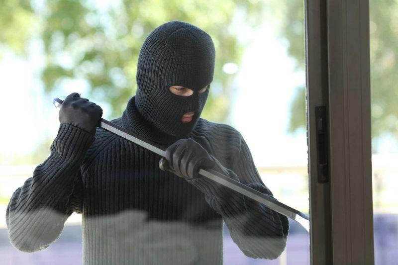 Einbrecher hebelt Fenster auf - vergeblich dank Einbruchschutz