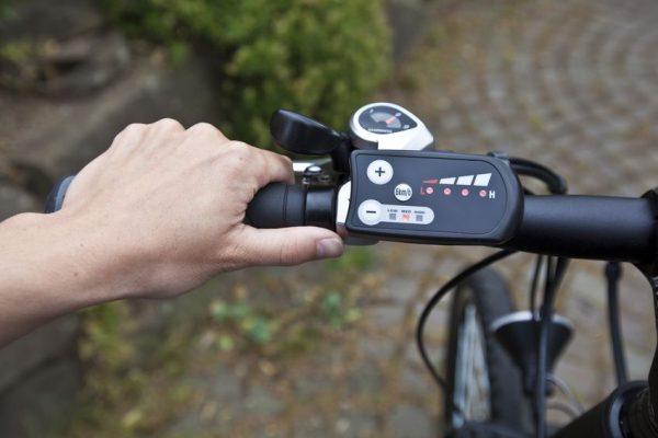 Display eines Pedelec auf Fahrradlenker.