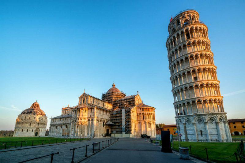 Mit dem E-Auto zum schiefen Turm von Pisa