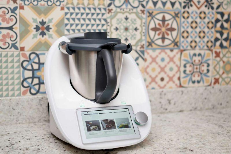 Thermomix in der Küche.